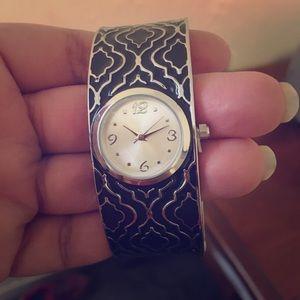 AVON black & silver handcuff watch 🖤🖤 ONE SIZE